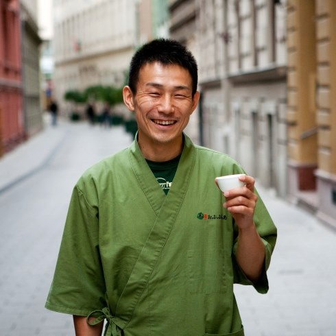 Jaszuharu Macumata (Matsumata Yasuharu) japán teatanár, teafarmer a budapesti Hamami teaházban tartott el?adása el?tt, 2013. szeptember 30-án